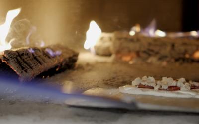 Nypremiär för fredagkvällar med vedugnspizza